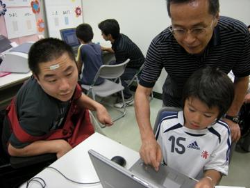 ちびっ子に教えるTatsuさん、shuntaさん