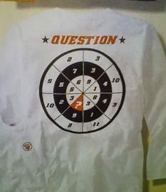 MENSA(メンサ)が行っているIQテストの問題みたいなプリントのTシャツ