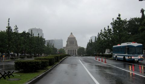 180610_kokkaimae_01