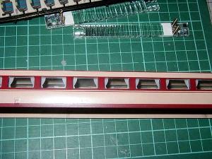 183系、カーテン付窓ガラス取付状態