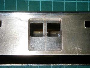 クモヤ145-100代、荷物扉取付