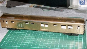 クモヤ145-100代、床板仮組