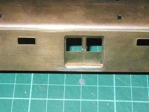 クモヤ145-100代、荷物扉部くつずり