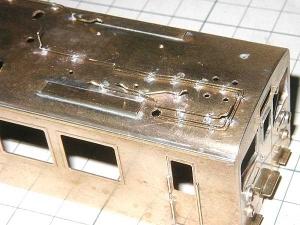 クモヤ145-100代、屋上配管はんだ付け、後位側