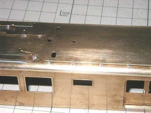 クモヤ145-100代、屋上配管はんだ付け、パンタ間