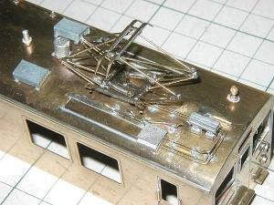 クモヤ145-100代、屋上配管、後位側パーツ仮取付