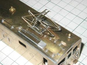 クモヤ145-100代、屋上配管、前位側パーツ仮取付