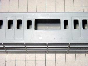 クハ103、側面穴開け