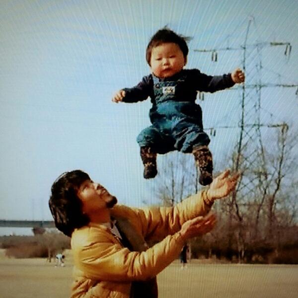 SONGSで映ってた星野源の赤ちゃん写真最高だなって思った。 こんなの撮りたい。