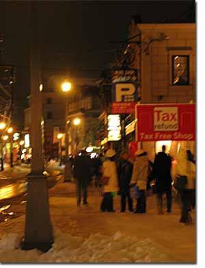 堺町通りの賑わい