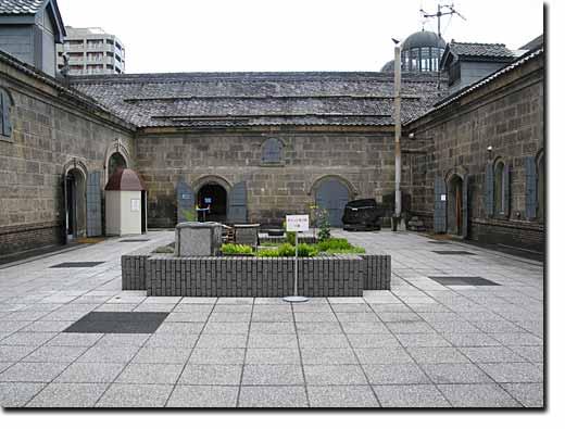 運河プラザと博物館の連結、中庭