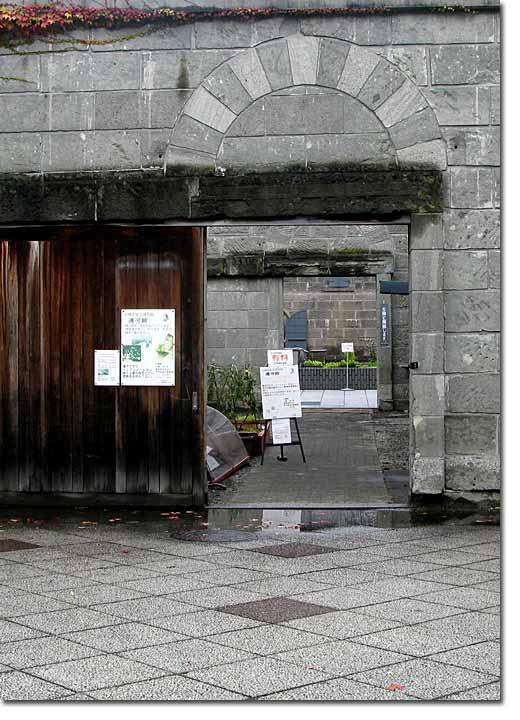 運河プラザ側からの扉開口