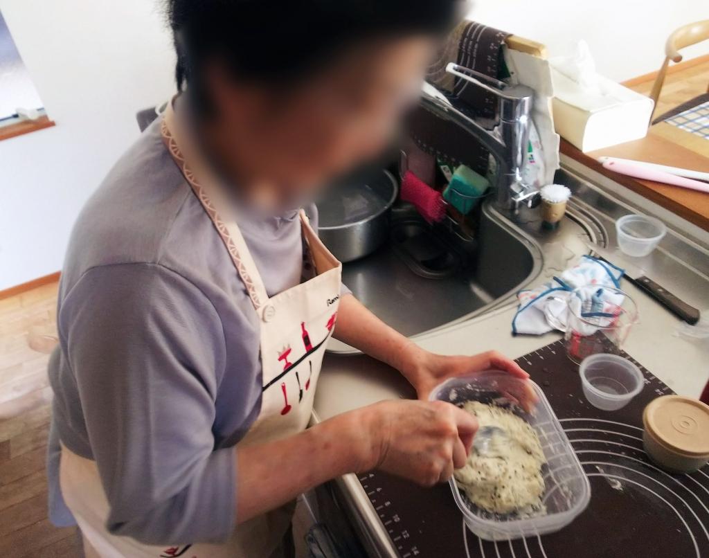 ゴマチーズドデカパン 生地作り