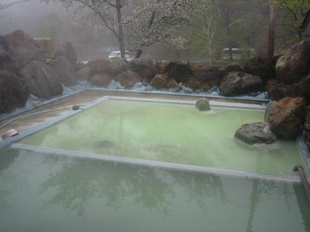 高山村の七味温泉 紅葉館の野天風呂