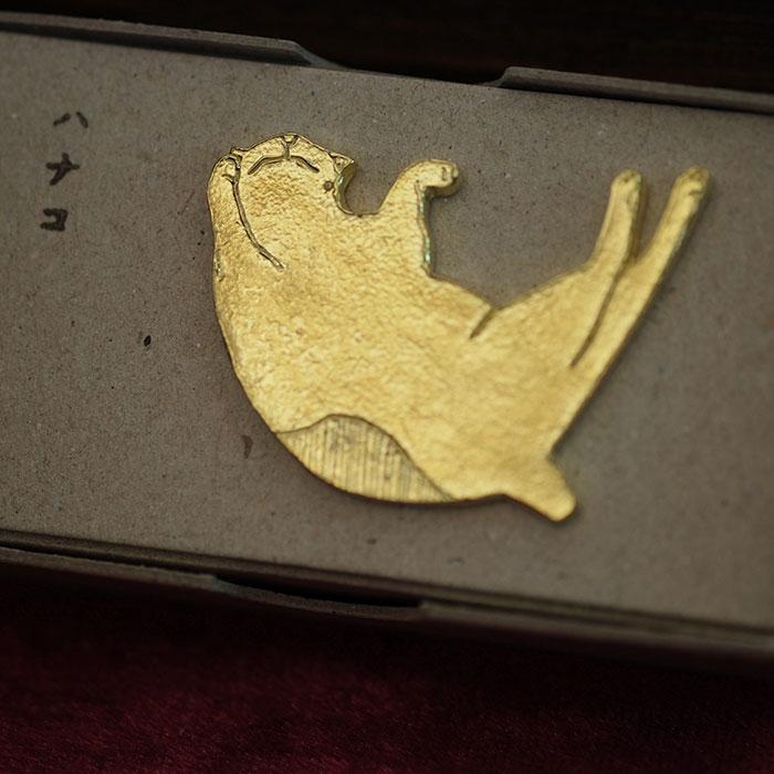 きたのまりこ「ハナコ」真鍮ピンバッチ