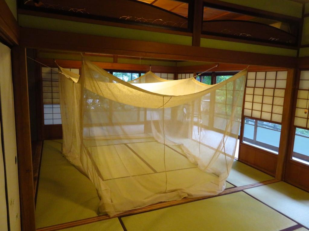 茅の蚊帳2