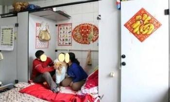 中国 トイレで生活する家族