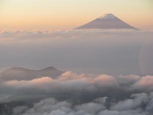 金峰山山頂から富士山201019