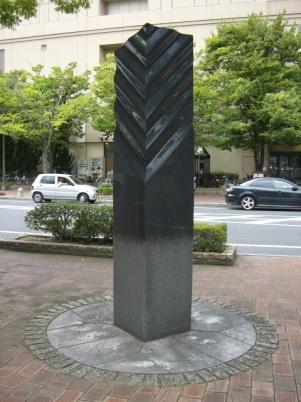 彫刻:小林亮介作「光の沈殿」