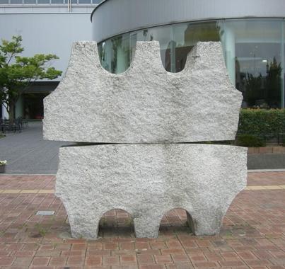 彫刻:冨田憲二「橋のある風景」