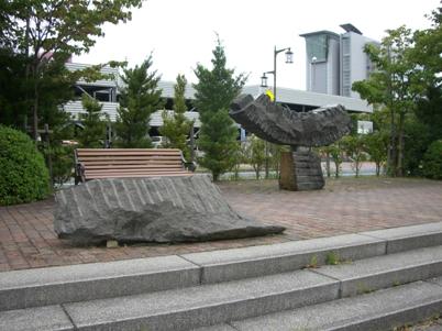 彫刻:ロバート・シンドルフ「OFFERRING」