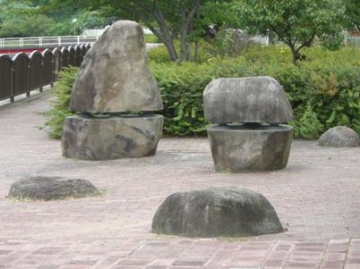 彫刻:大井秀規「Gravitation」
