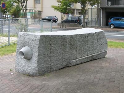 彫刻:岡本敦生「地殻-COCOON.�」