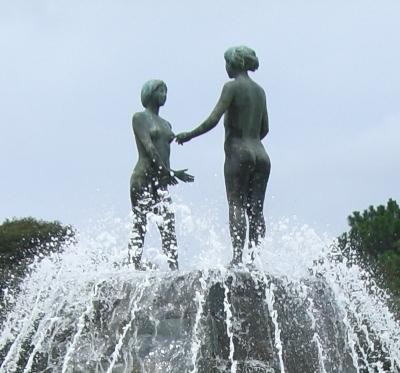 彫刻:入江 甲「出逢い」アップ