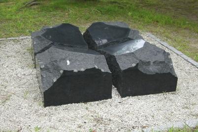 彫刻:菱田 波「語らい」
