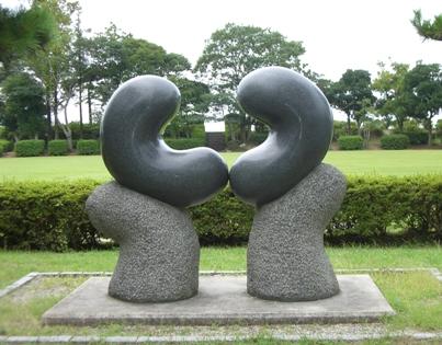 彫刻:高濱英俊「水のかたち-conversation」