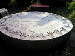 彫刻:ジャン=フランソワ・ドゥムール「Stone drops for Issa」No3