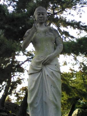 彫刻:清水洋一「女性立像」アップ