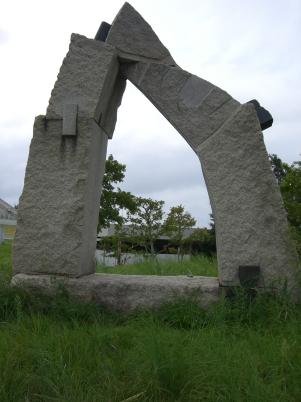 彫刻:新谷一郎「つまみぐい」
