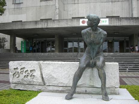 彫刻:石田 明「あすなろ」
