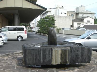 彫刻:中岡慎太郎「宝生の泉」
