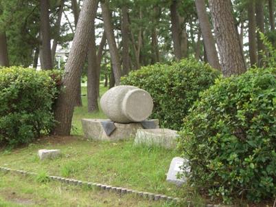 彫刻:林良一「化実(かじつ)」