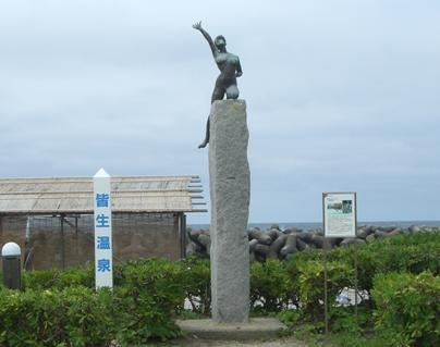 彫刻:石田 明「夏 トライアスロン」
