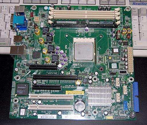 ML115のマザーボード