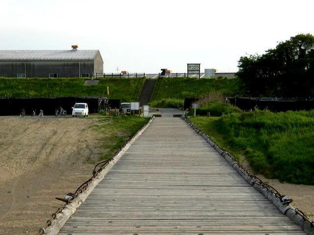八幡市側を望む(橋の上から)