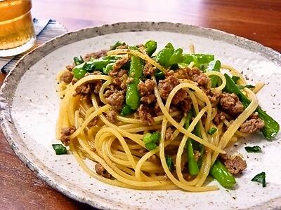 美味しそうなししとうと挽き肉の和風パスタ・スパゲッティー
