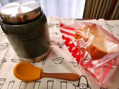 シチュー弁当とパン