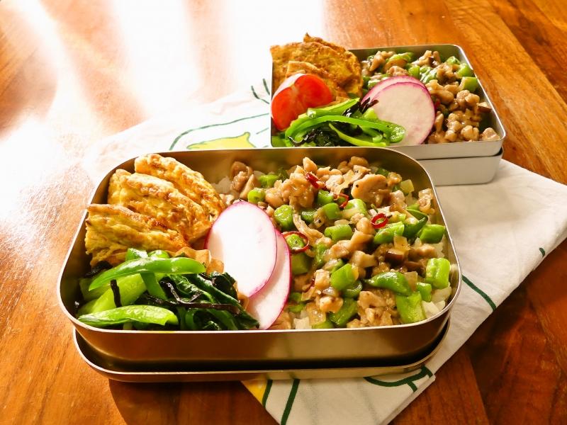 鶏肉とインゲンのナンプラー炒め弁当