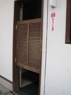 見えそうで見えないドア