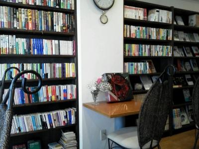 2階は本がぎっしり。