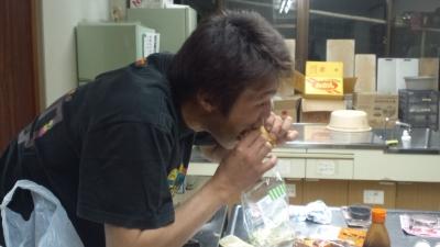 ゆーたろークン食べる!