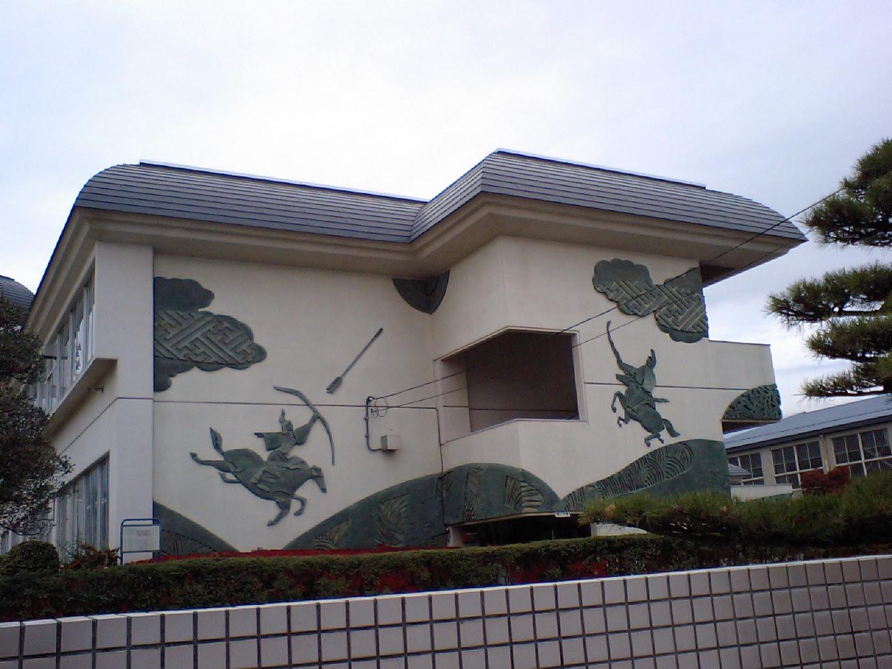 小笠原礼法の祖は小笠原小学校より始まる。