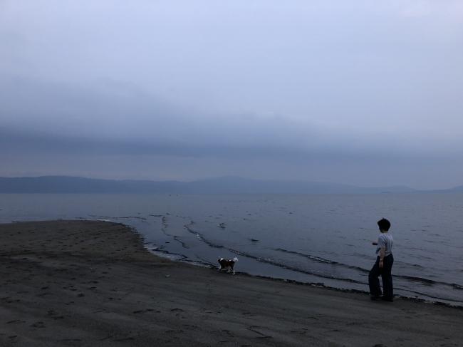 うるうカイロプラクティック、カイロプラクター、整体、鹿児島県、霧島市、キャバリア、散歩、ウォーキング、水分補給、砂浜、