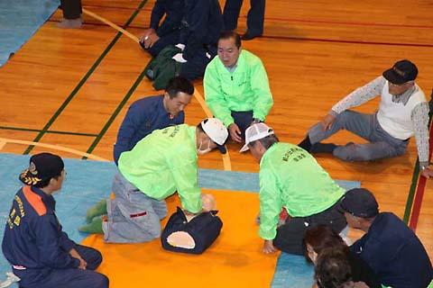 H21防災訓練、人体ダミー、AEDを使った人工呼吸・蘇生訓練