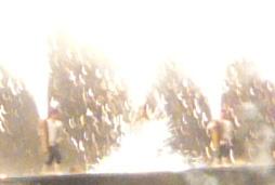 すさまじい「ハネ」。人間花火と化す