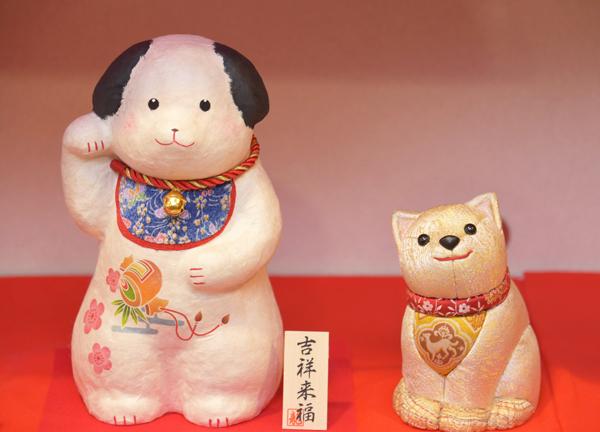 招き犬と龍村美術織物の戌
